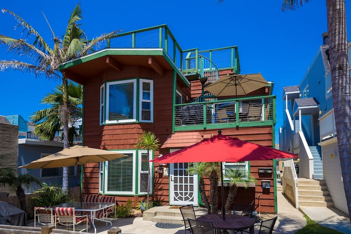 2-bedroom Mission Beach home with private patio