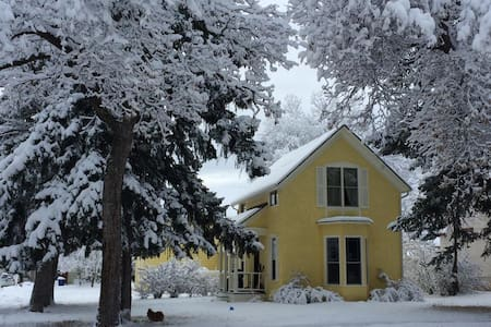 Heart of Historic Bon-Ton  &  Downtown Bozeman - House