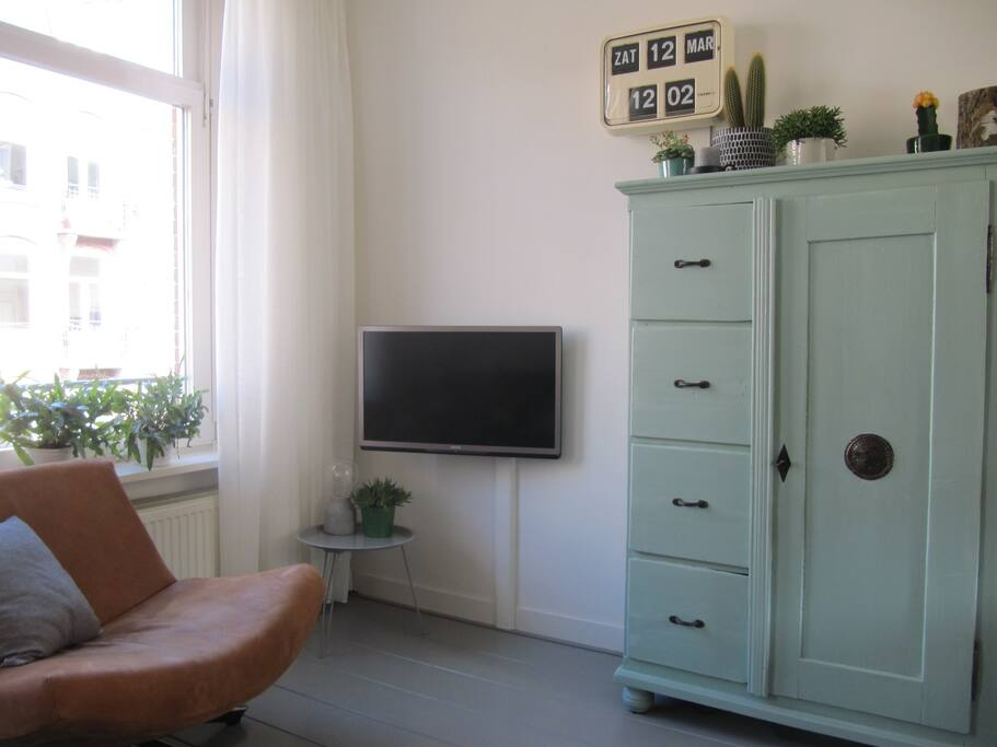 Cosy livingroom with flat-tv and hifi-set