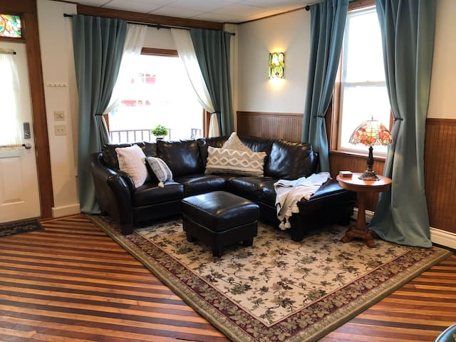 Chic Victorian Apt 5 Min From Williams College