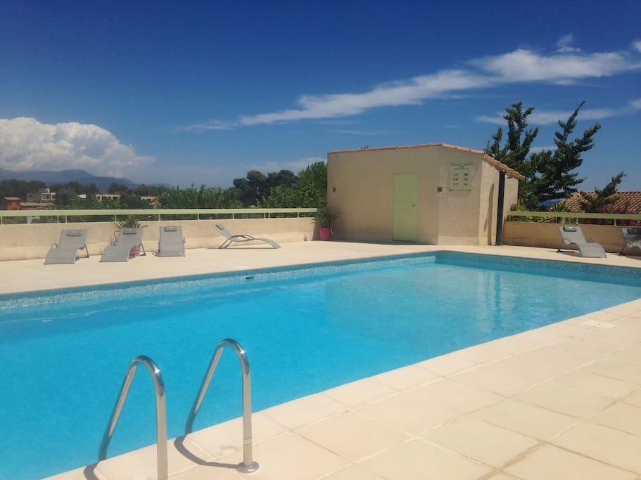 T3 moderne avec jardin privatif et piscine appartements for Piscine villeneuve loubet