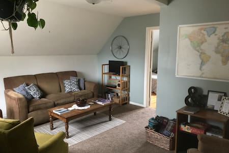 The Penthouse | Cozy Upper 2BR Apt. Near Downtown