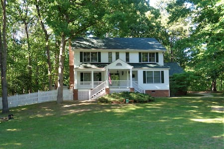 Peaceful Boarders, Quiet Home in Clayton NC 27520