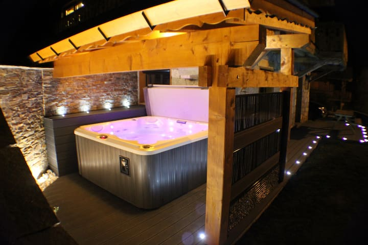 APPARTEMENT  FIU JACUZZI CHEMINEE DOUCY
