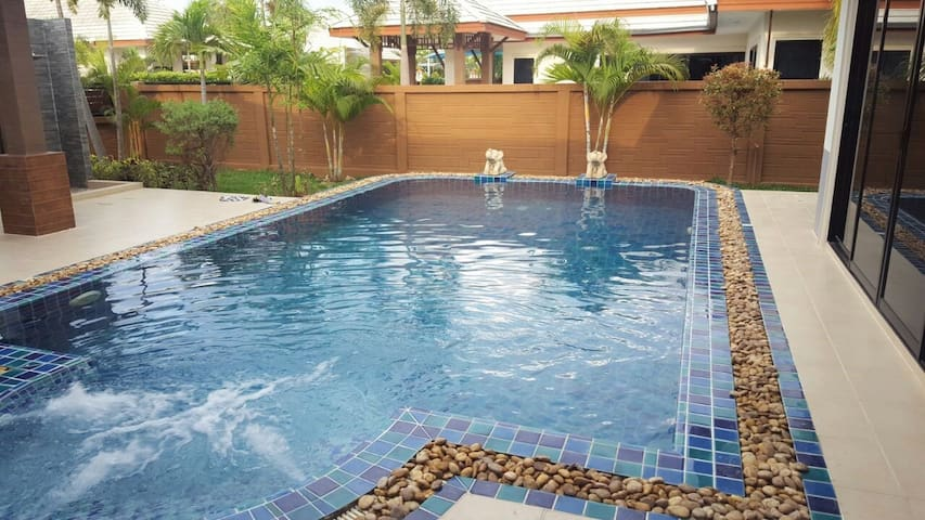 Pattaya luxury 3bdm pool villa