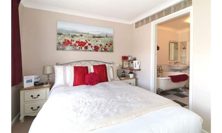 Double Room with en suite roll top bath