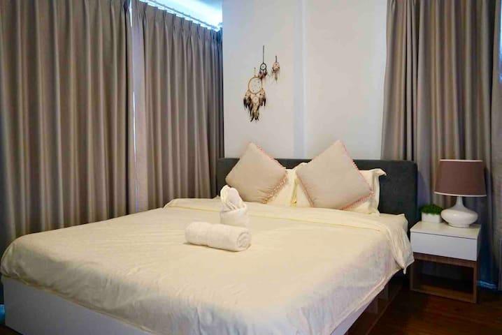 卧室二(1.8米大床)
