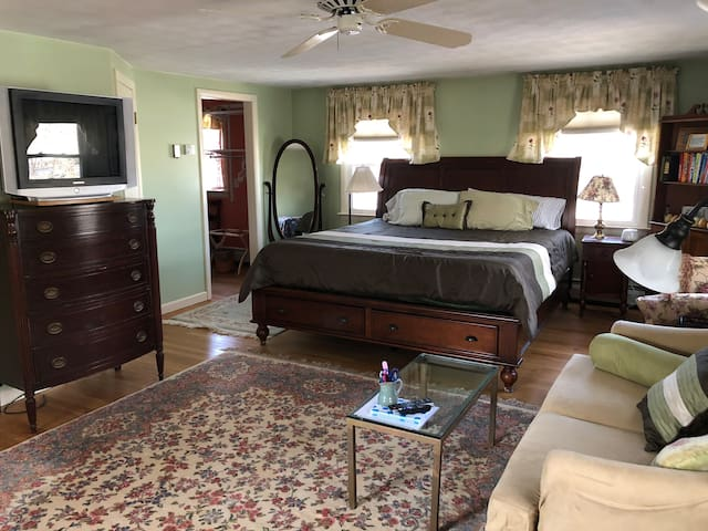 Large guest suite w/private bath in the Berkshires