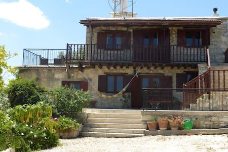 Jacaranda Village House - Kritou Tera - Rumah