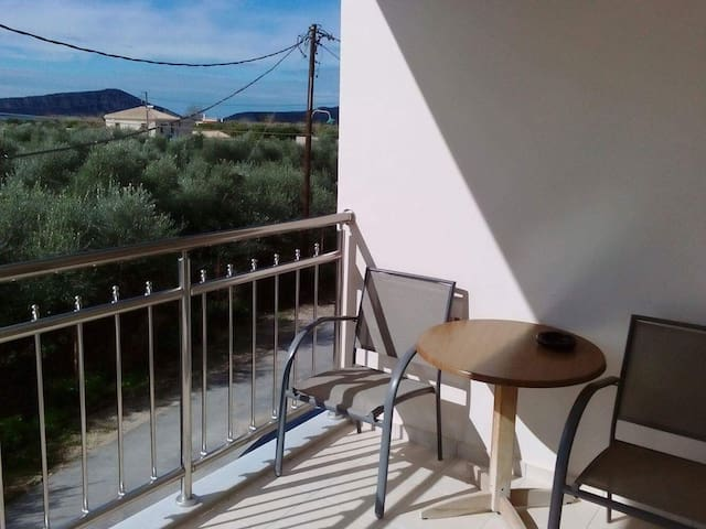 Quiet apartment by the sea (150m) - Gialova