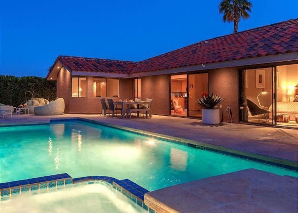 Vibrant in palm springs houses for rent in palm springs for Palm springs homes rentals