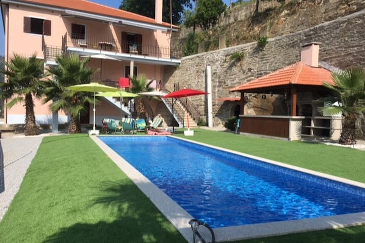 piscine/barbecue 2 foyers