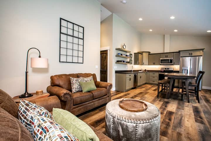 BRAND NEW Cozy Condo in Downtown Whitefish