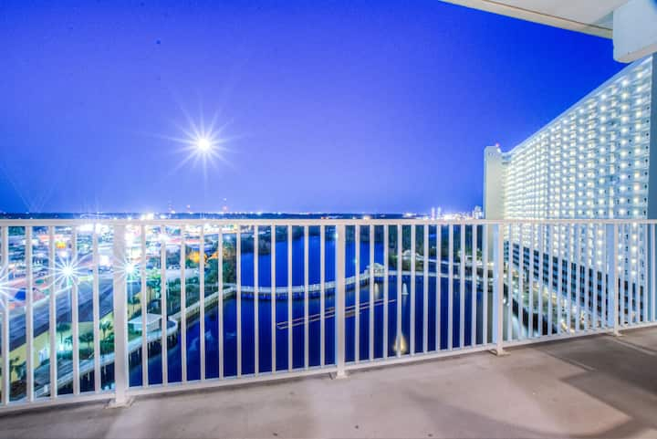 10th Floor  Nex to The 10th Floor Pool! 3 BD, Great Amenities And Location