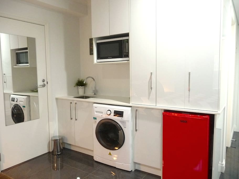 Cute kitchenette and laundry area - perfect for longer stays