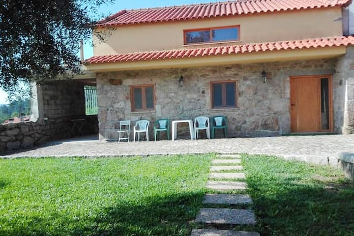 House with 3 bedrooms in Cossourado, with wonderful mountain view, enclosed garden and WiFi - 30 km from the beach