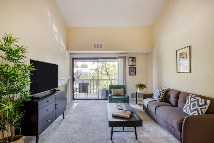 Pet Friendly 2BR in Fremont w/ Balcony + Parking