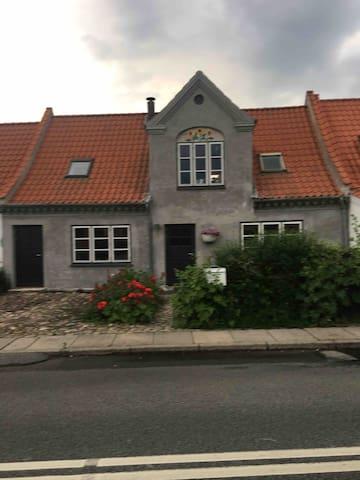 Idyllisk hus i den gamle del af Stige
