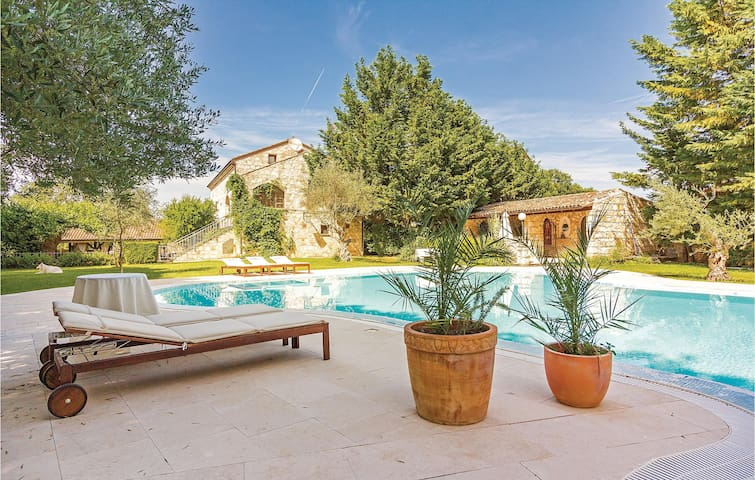 Holiday cottage with 5 bedrooms on 115m² in Bale