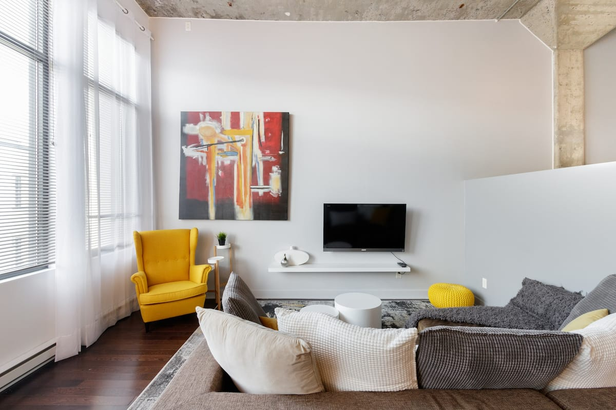 Explore the City from an Ultramodern and Art-Filled Loft
