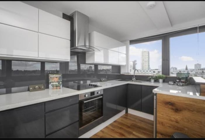 Brand New 3BR Flat In Battersea With Amazing Views