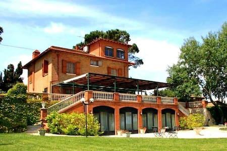 Antica villa con casolare in Umbria - Trasimeno - - Castiglione del Lago - Casa