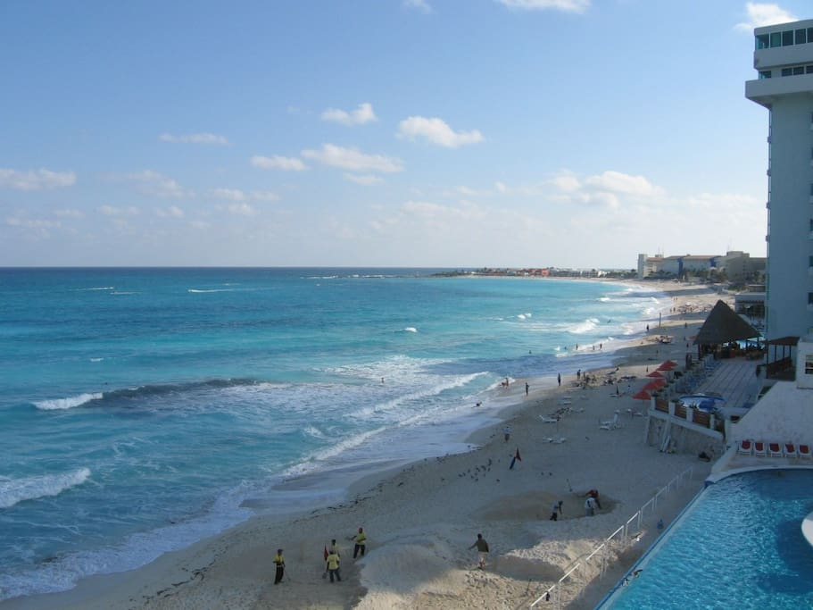 Complete View of the Bay of Cancun