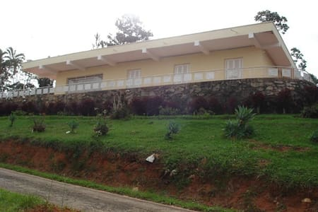 Casa com Piscina e local reservado - Serra Negra