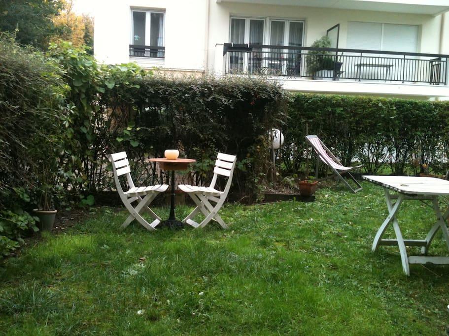 Appt jardin 10min centre paris appartements louer for Jardin a louer ile de france
