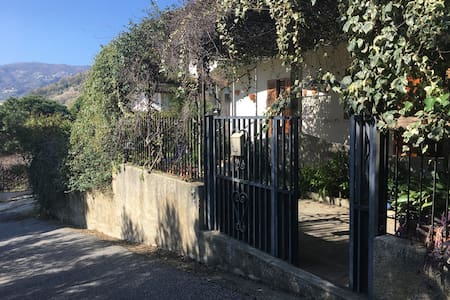 Villetta panoramica Pietragrande. - Caminia - Dům
