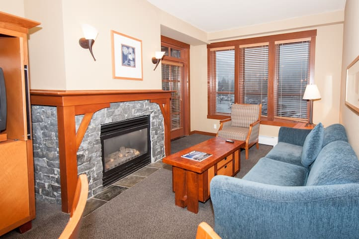 Cozy Squaw Village Condo Ski-In Ski-Out Slopeside
