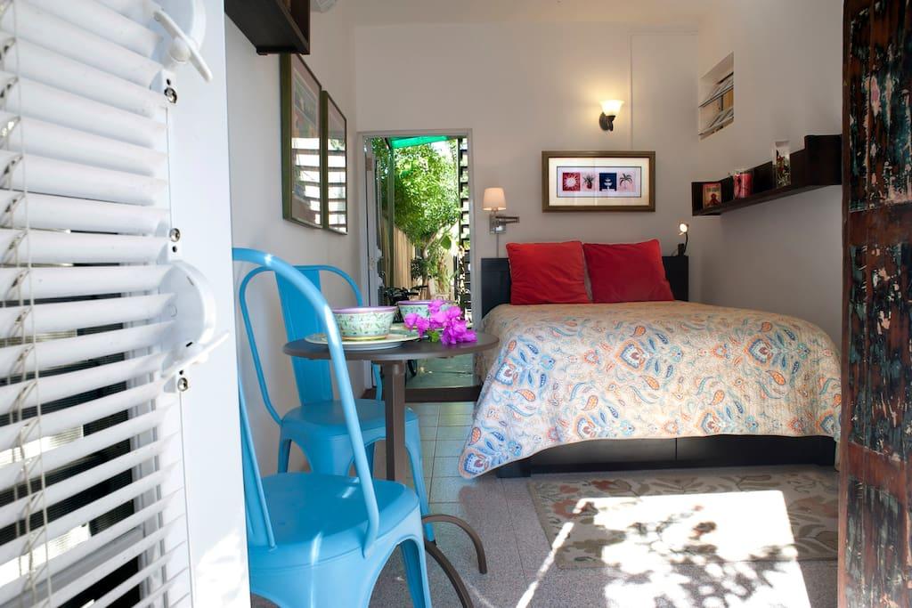 Airy studio with queen luxury mattress