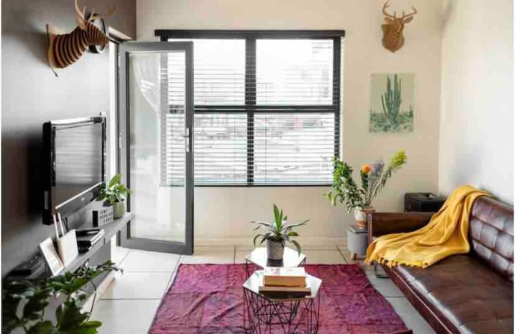 Modern, Cosy Apartment living, Johannesburg South
