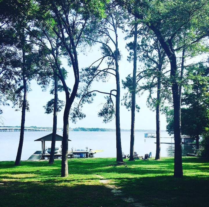 Waterfront lakehouse- great location & views!