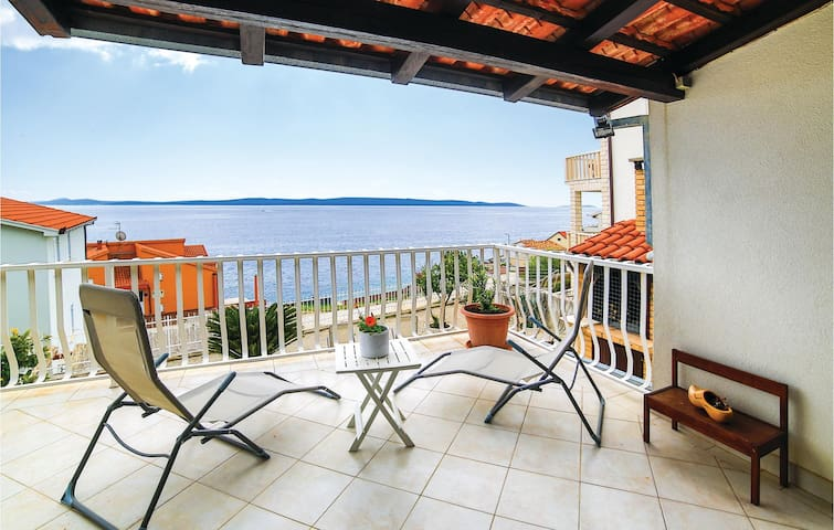 Holiday apartment with 1 bedroom on 40m² in Okrug Gornji