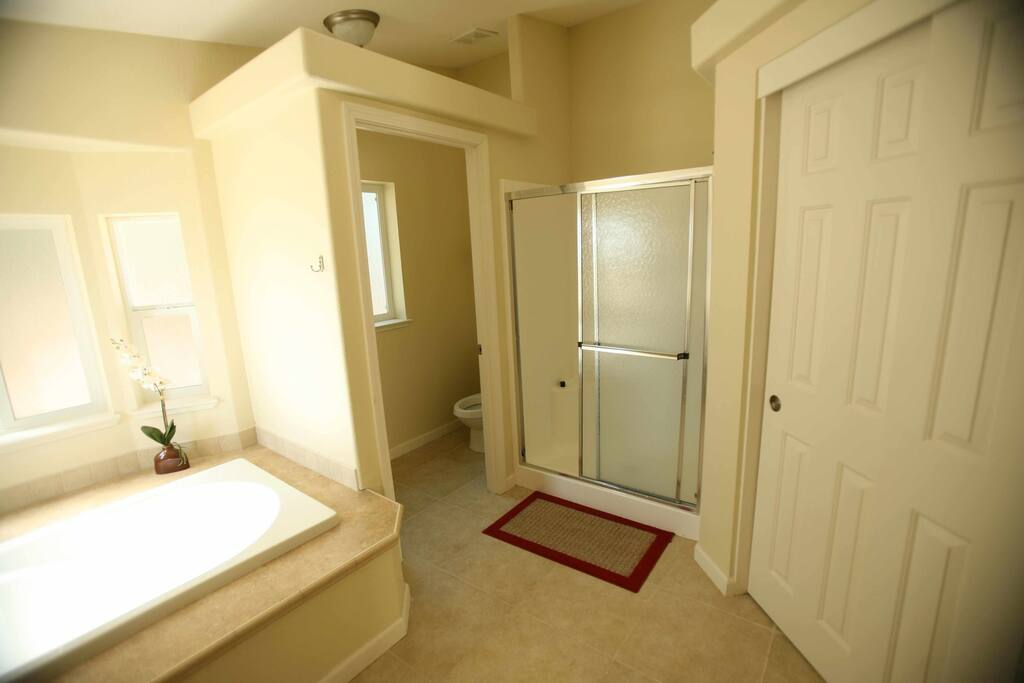Master bath w/soaking tub & separate shower. Comes with Evening Primrose room.