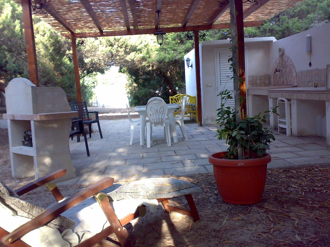 Il giardino con il barbecue
