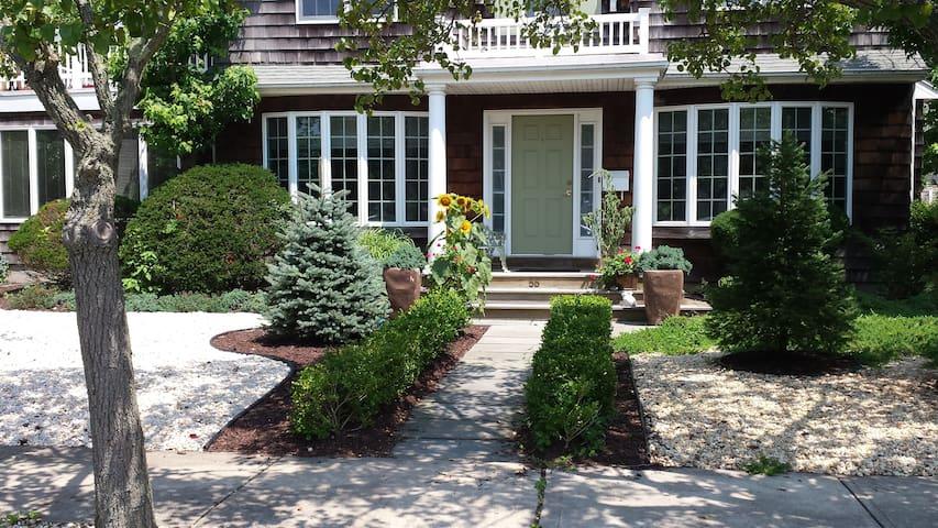 Shore Home: Rent Weekly: $6000. - Bay Head - Talo