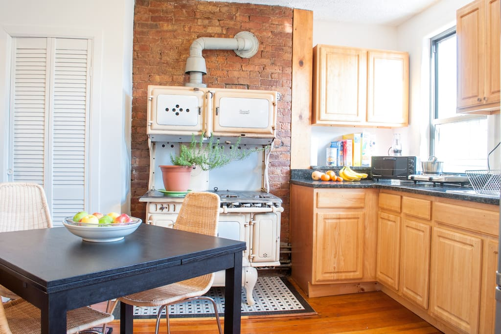Kitchen space. Antique stove for your viewing pleasure, 2 electric hot plates for cooking.