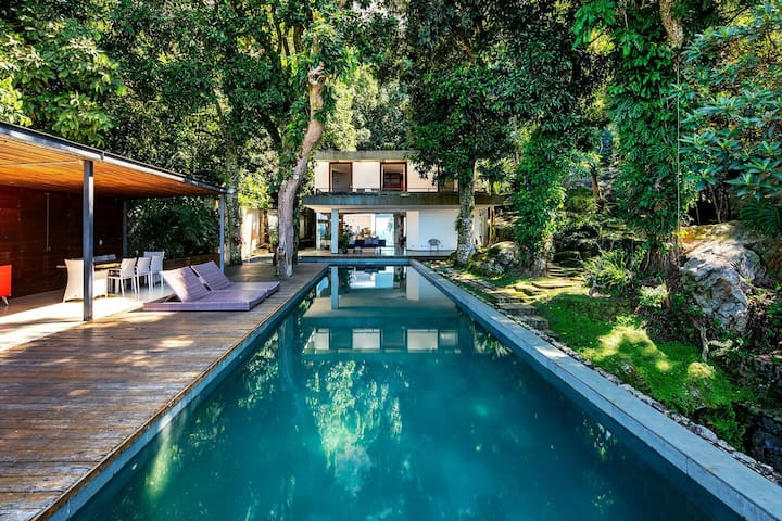 Rio002 - Luxurious and private home in the exclusive neighborhood of Joá