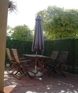 tranquilo unifamiliar con jardín - Cáceres
