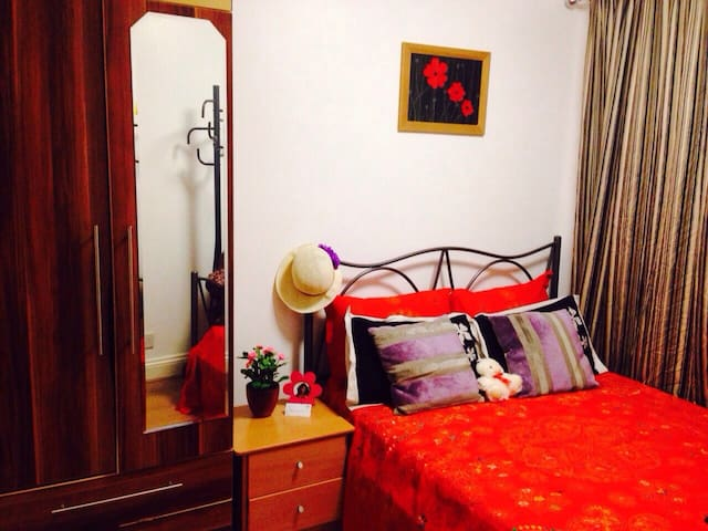 A Cosy Double Room in a Charming House+Pick Up Svc - Chigwell - Ev