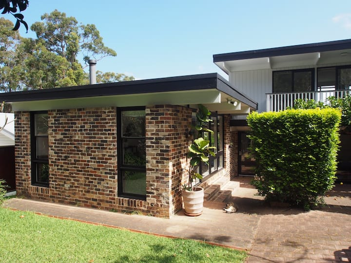 Contemporary oasis close to beach & Pittwater 💦