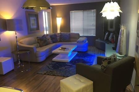 Modern Luxury condo - Reno