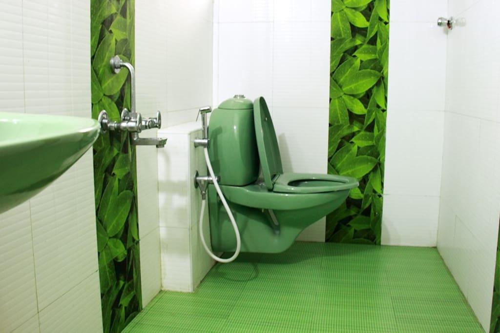 Lloyds Guest House, North Boag Road, T. Nagar - Bathroom ( Classic Room )