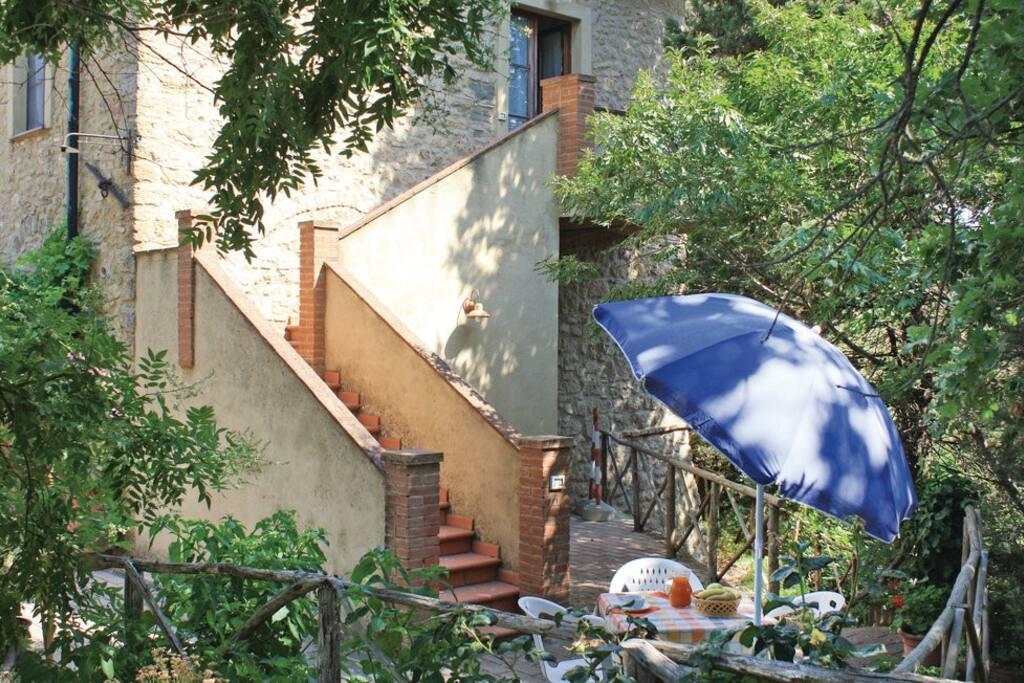 Spazio esterno con scale di accesso