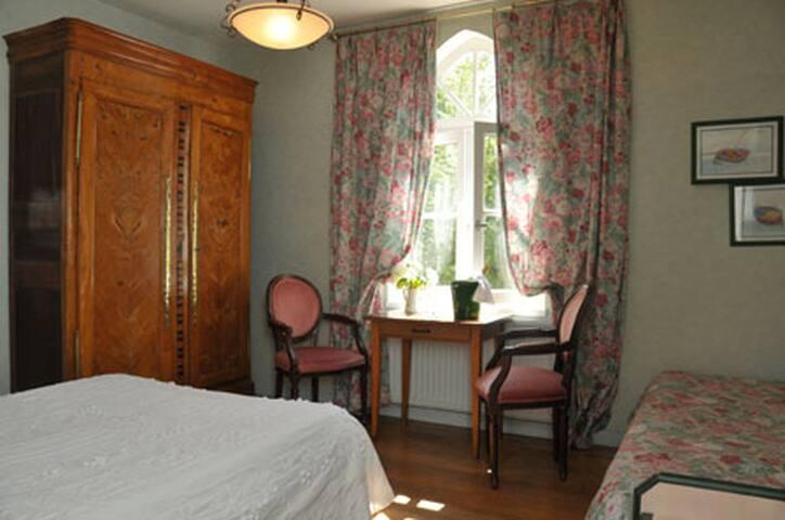 Chambre Prestige / Manoir Ecossais - Saint-Jouan-des-Guérets  - House