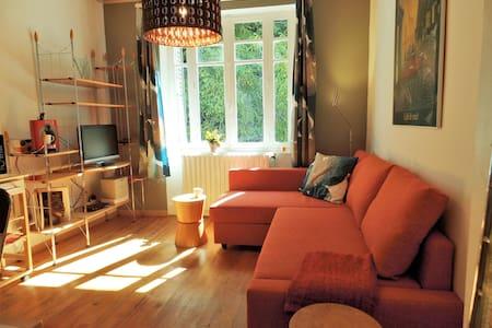 Modern appartement aan rivier de Sioule - Blot-l'Église