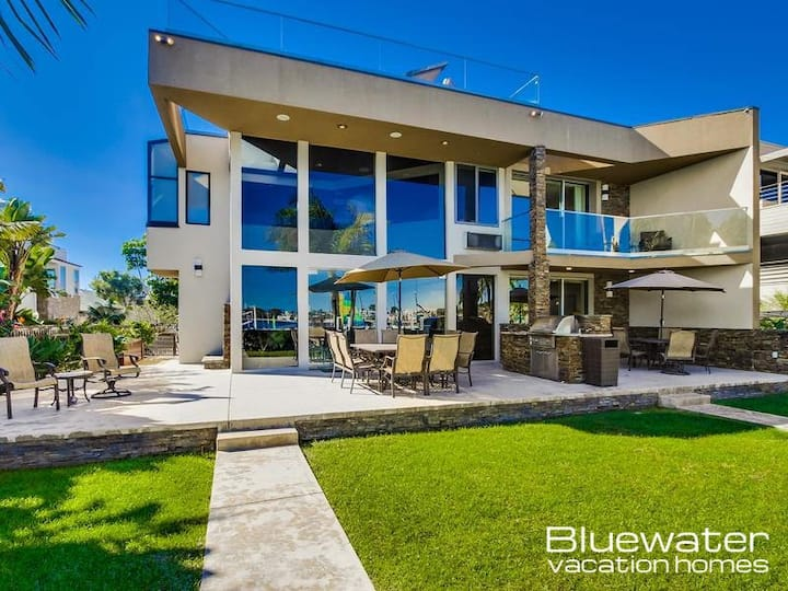 Bluewater Villa on the Bay - Beautiful waterfront home with direct beach access!