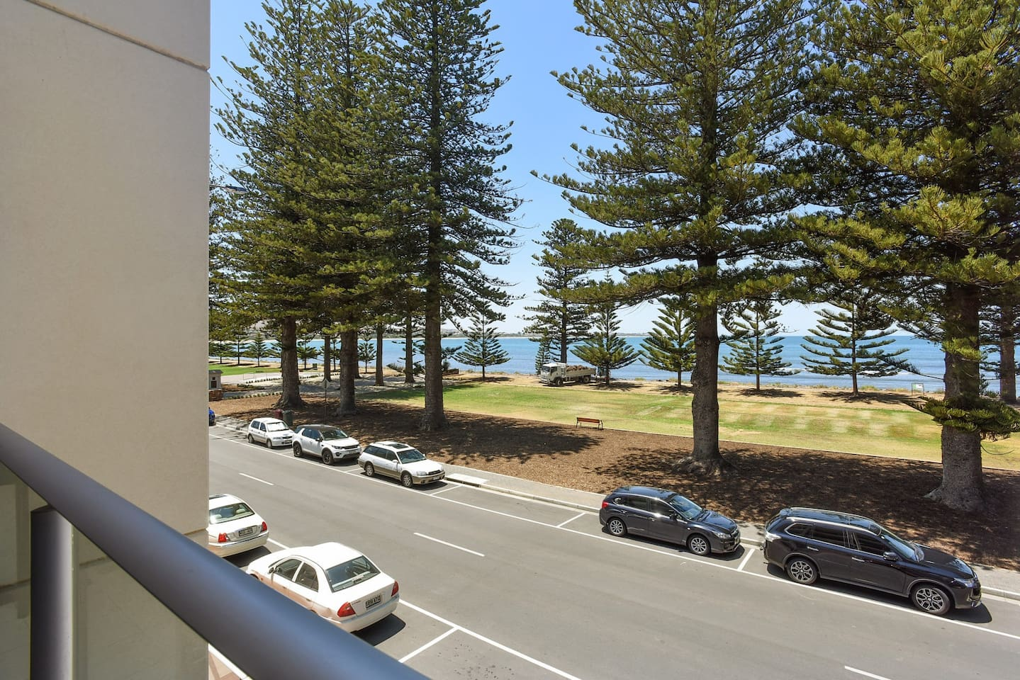 16 The Breeze - Sea Views Right in the Heart of Victor Harbor